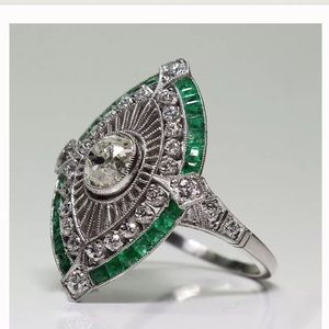 Jewelry - 925 Silver White & Green Emerald Antique ring